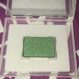 Mary Kay mineral eyeshadow in Emerald